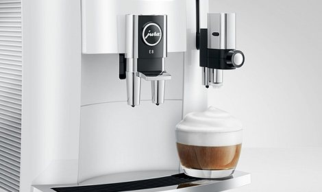Domowy ekspres automatyczny dla miłośników kawy.